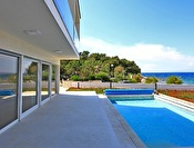 MODERN VILLA IN A FIRST ROW TO THE SEA – BAY SUŠICA, UGLJAN